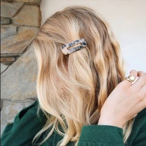 Urban Outfitters Resin Hair Pin 8 other reasons